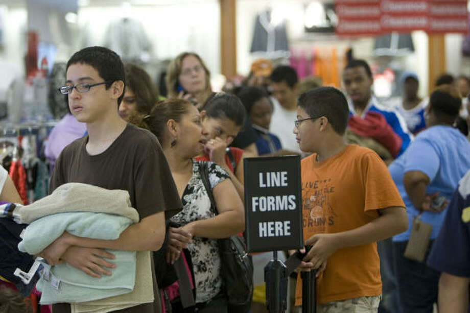 Putting their patience to the test, shoppers wait in a long line at a J.C. Penney in Meyerland. Photo: Johnny Hanson, Chronicle