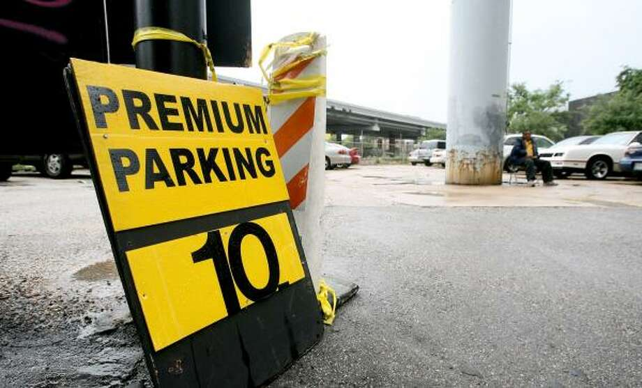 A parking lot at St. Joseph and Smith is among lots near the federal building to increase fees. Photo: BILL OLIVE, FOR THE CHRONICLE