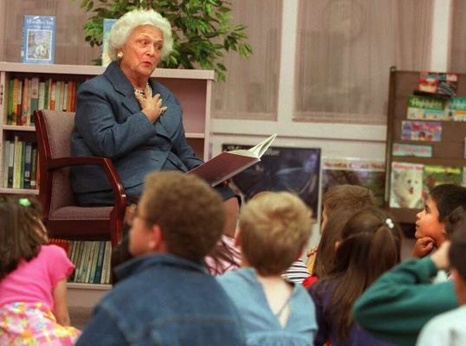 Barbara Bush reads to first-graders April 17, 1998, at Paradise Elementary School in Las Vegas. Photo: CLINT KARLSEN, Las Vegas Review-Journal
