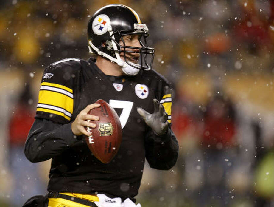 Pittsburgh quarterback Ben Roethlisberger threw for 243 yards and a touchdown and rushed for another score to lead the Steelers to a 27-10 win over the Bengals on Thursday night in Pittsburgh. Photo: Gregory Shamus, Getty Images