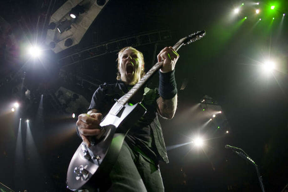 James Hetfield, lead singer of Metallica, performs at the Toyota Center Thursday, Nov. 20, 2008, in Houston. Photo: James Nielsen, Chronicle