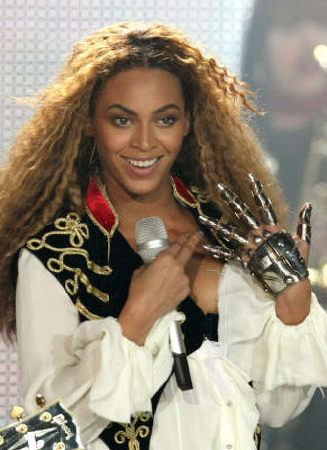 Beyonce shows off her heavy-metal glove during a performance at the 2008 World Music Awards ceremony earlier this month. Photo: Claude Paris, Associated Press