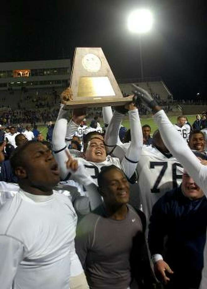 Lamar players celebrate the Class 4A Division I state championship victory over Copperas Cove last Saturday. Photo: Steve Traynor, AP