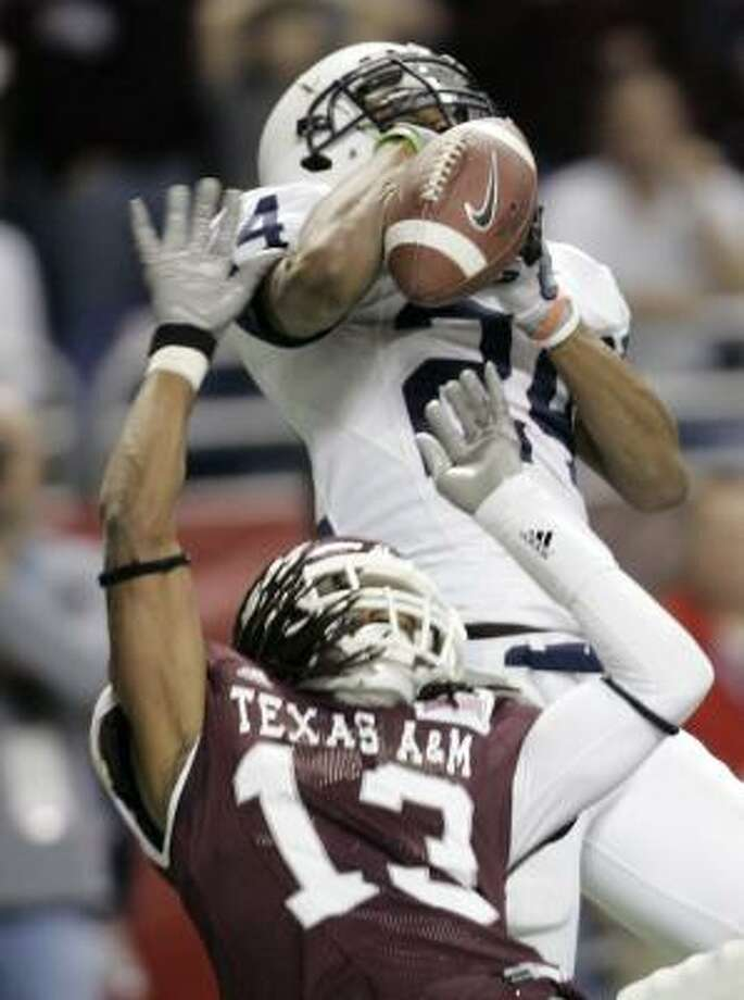 Penn State wide receiver Jordan Norwood, top, cannot hold on as Texas A&M cornerback Marquis Carpenter defends, but the Nittany Lions won 24-17 in the Alamo Bowl. Photo: Eric Gay, AP