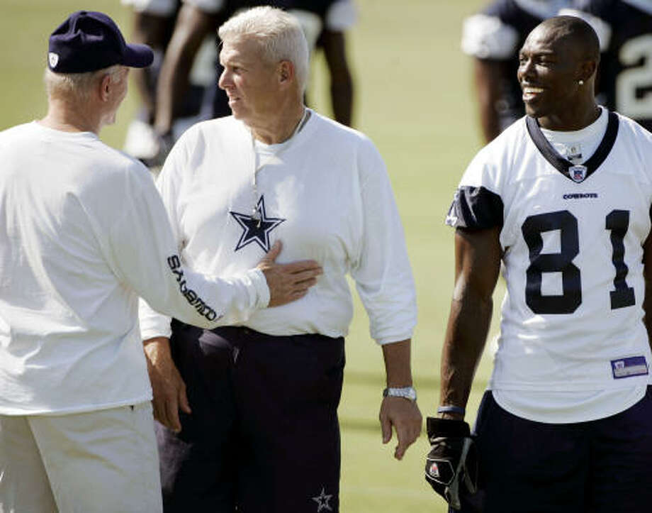 Jerry Jones (left) said Bill Parcells broadened his attitude about what it takes to win. Photo: TONY GUTIERREZ, AP
