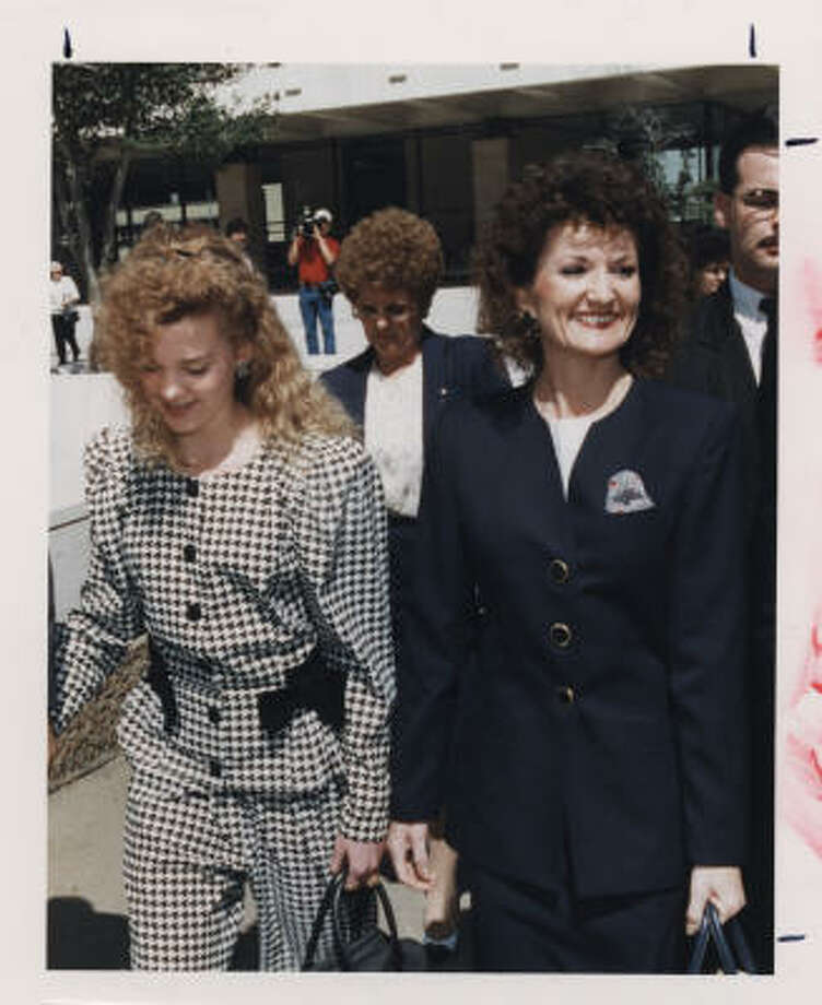 Cheerleading murder plotChannelview housewife Wanda Webb Holloway, right, was accused of plotting to kill the mother of her daughter's rival to ensure Shanna would get a coveted spot on the freshman squad. Photo: Chronicle File