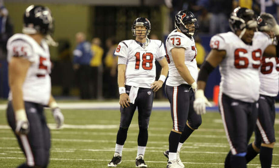 Texans quarterback Sage Rosenfels stands on the field as his teammates walk off after Rosenfels threw an interception to Indianapolis Colts cornerback Melvin Bullitt on the Texans' final drive. Photo: Brett Coomer, Chronicle