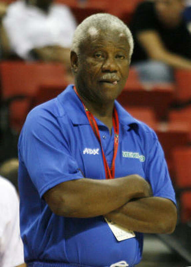 Nolan Richardson, the former Arkansas basketball coach, watches his Mexican team play its opening game against Puerto Rico in the FIBA Americas tournament at Las Vegas. Richardson, whose Razorbacks won the NCAA title in 1994, saw his team force 27 turnovers and hold Puerto Rico's top scorer without a field goal en route to a 100-89 victory. Photo: Isaac Brekken, AP
