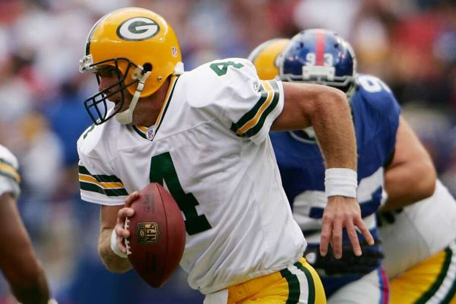 Green Bay Packers quarterback Brett Favre (4) surpassed Hall of Famer John Elway to become the winningest quarterback in league history after the Packers beat the New York Giants 35-13. Photo: Chris McGrath, Getty Images