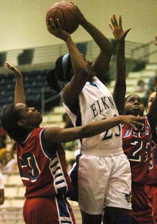 Chelsea Johnson led Elkins with 21 points, but it wasn't enough against Dulles. Photo: KURT SIDES, FOR THE CHRONICLE