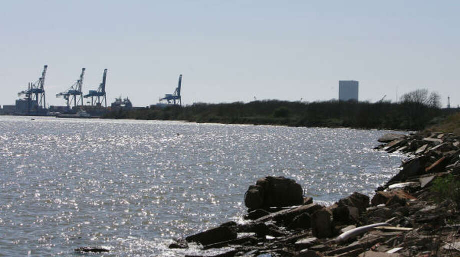 Six years ago, the Port of Houston Authority purchased 1,120 acres on Pelican Island, an area about the same size as the Bayport container terminal. Photo: James Nielsen, Chronicle