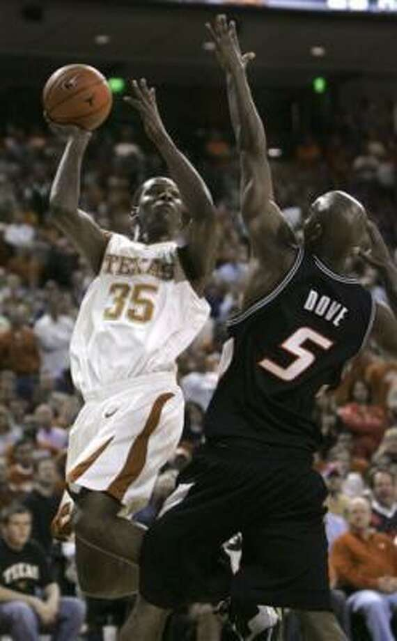 Texas forward Kevin Durant scores two of his 21 points to lead the Longhorns. Photo: LM Otero, AP