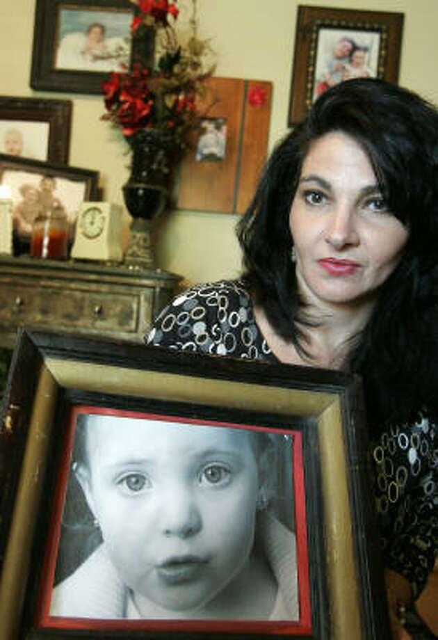 Rachel Clemens poses with a photograph of her daughter Adrianna Clemens at her home in Richardson, Texas. Adrianna was killed in a vehicle backover in Oct. 2004. Photo: Donna McWilliam, AP
