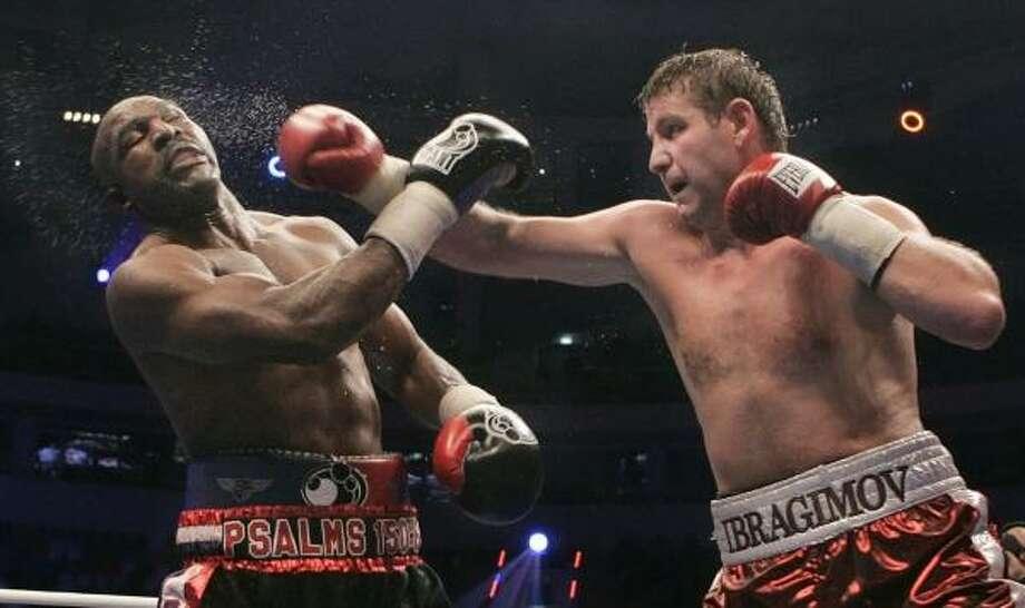 Hometown favorite Sultan Ibragimov, right, retained his WBO heavyweight belt with a win over Evander Holyfield. Photo: IVAN SEKRETAREV, ASSOCIATED PRESS