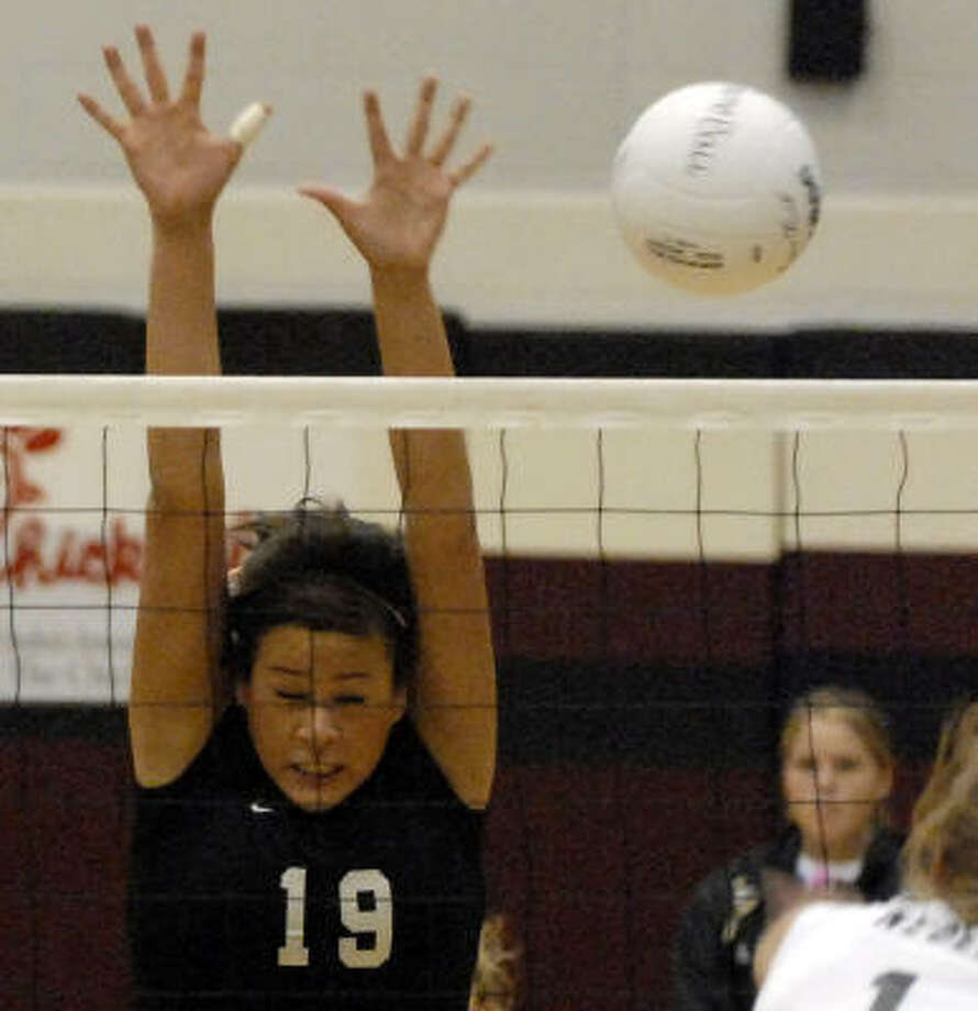 Pearland senior Amanda Aguilera appeared to be at full strength after missing most of District 24-5A action because of an injury. She had14 kills, eight digs and four aces in a recent three-match victory over Clear Creek. Photo: Kim Christensen, For The Chronicle