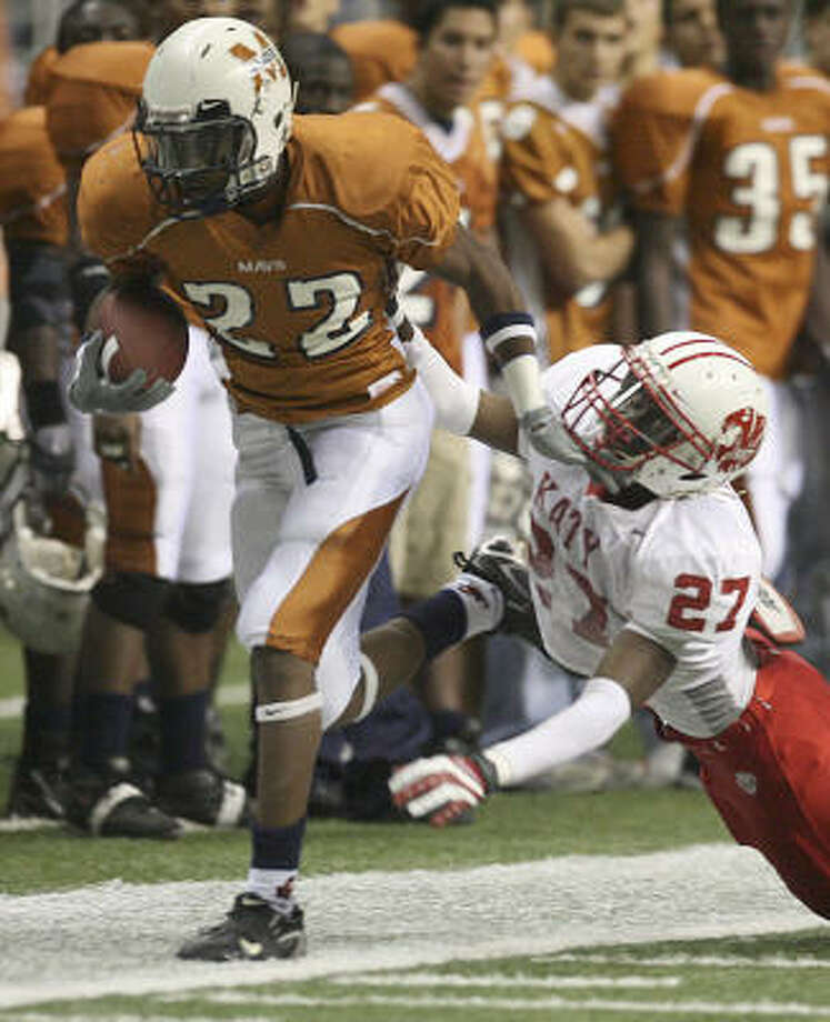 Katy's Terrance Henry forces Madison's Andrew Green out of bounds in the second quarter. Photo: DELCIA LOPEZ, SAN ANTONIO EXPRESS NEWS