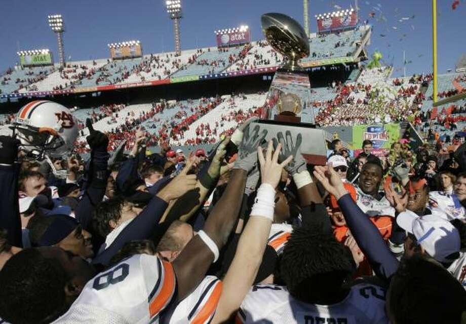 Auburn players celebrate winning one of the last Cotton Bowls in the stadium on Jan. 1. Photo: MATT SLOCUM, ASSOCIATED PRESS