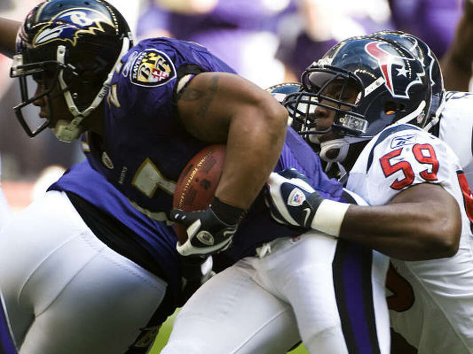 Texans linebacker DeMeco Ryans brings down Ravens running back Ray Rice during the first quarter. Photo: Smiley N. Pool, Chronicle