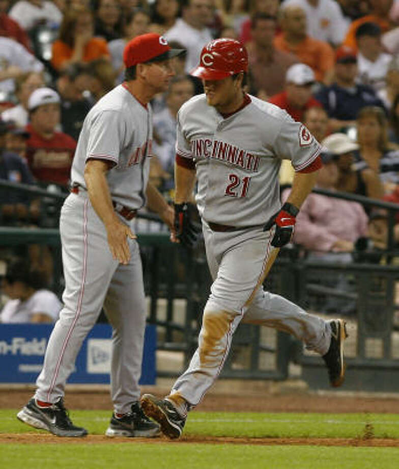 The Reds' Scott Hatteberg rounds third after his go-ahead homer in the eighth inning of Tuesday's 2-1 win over the host Astros. Photo: Steve Campbell, Chronicle