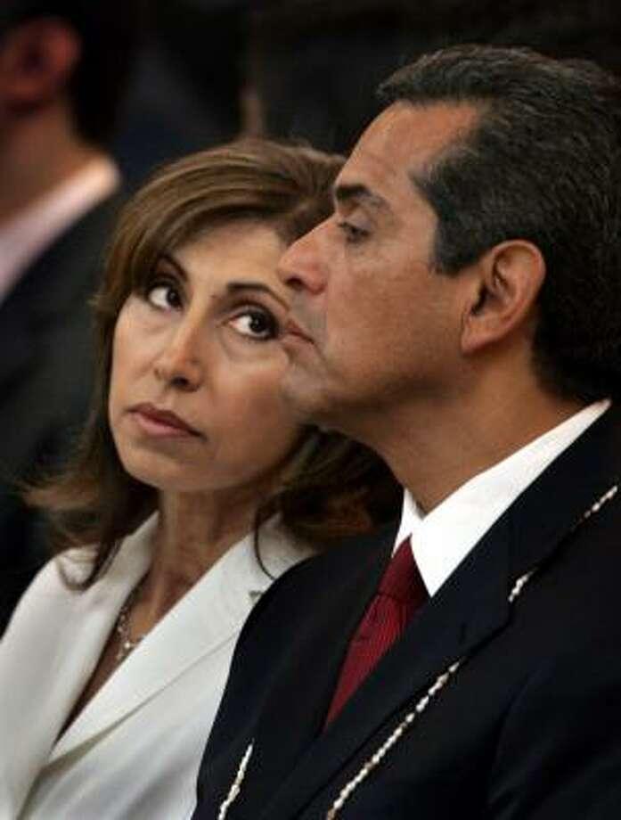 Los Angeles Mayor Antonio Villaraigosa, with his wife, Corina, by his side, was sworn in as mayor in July 2005. Photo: AL SEIB, LA Times