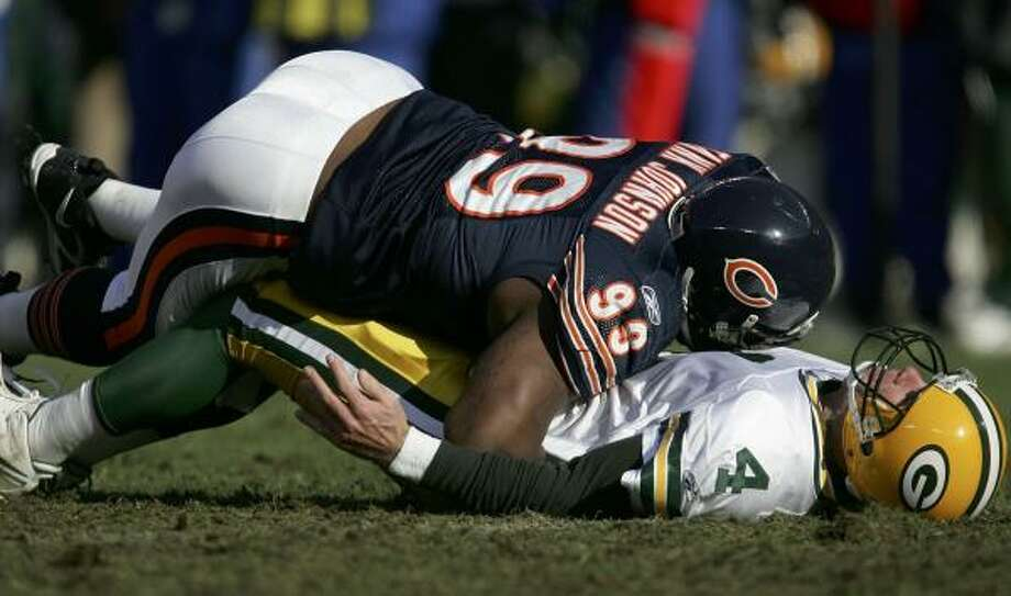 When allowed on the field, Tank Johnson can wreak havoc, as Brett Favre will attest from a Bears-Packers game. Photo: JONATHAN DANIEL, GETTY IMAGES