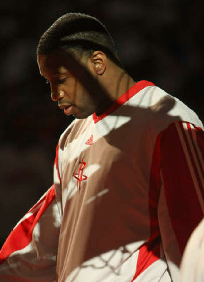 Tracy McGrady walks on the floor during introductions before the game. Photo: Stephen Dunn, Getty Images