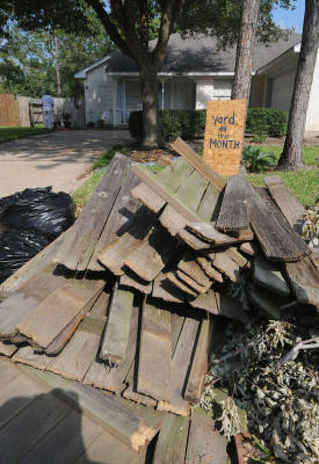 Despite damages to Margaret Shanks' yard in Copperfield's Northmead Village, her daughter still thinks her mom deserves 'Yard of the Month' honors. Photo: Thomas Nguyen, For The Chronicle