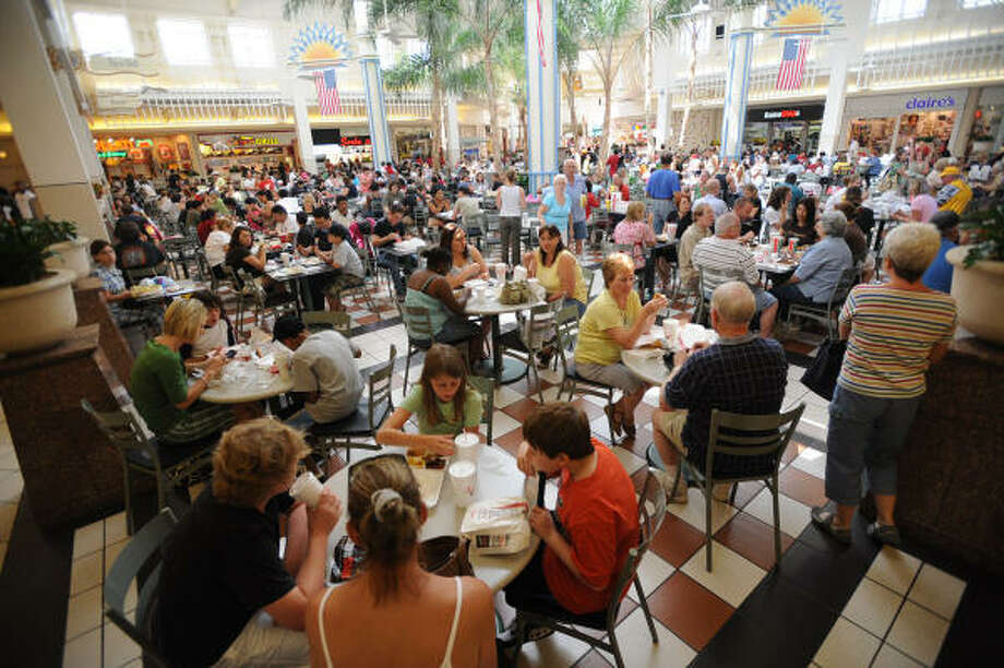 Willowbrook Mall's food court is more crowded than usual as many who still don't have electricity in the area take advantage of the Mall's amenities on Saturday Sept. 20. Photo: Thomas Nguyen, For The Chronicle