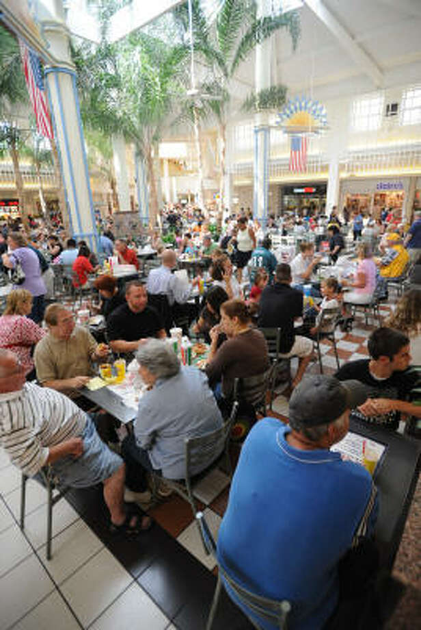 Willowbrook Mall's food court is more crowded than usual as many who still don't have electricity in the area take advantage of the Mall's amenities. Photo: Thomas Nguyen, For The Chronicle