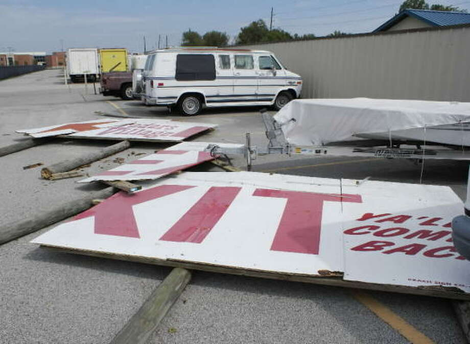 "The familiar ""Ya'll Come Back"" exit sign at Houston's Traders Village took flight and landed in a nearby storage lot during Hurricane Ike. Photo: TradersVillage, Chron.commons Member"