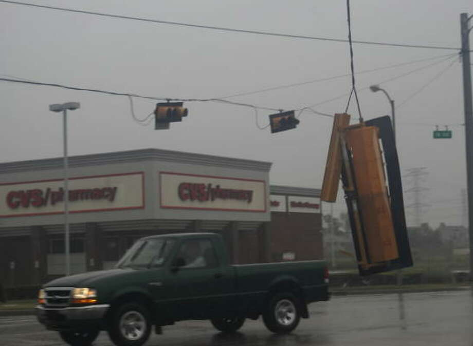 Traffic lights throughout northwest Houston dangled or were blown free as a result of Hurricane Ike. Photo: TradersVillage, Chron.commons Member