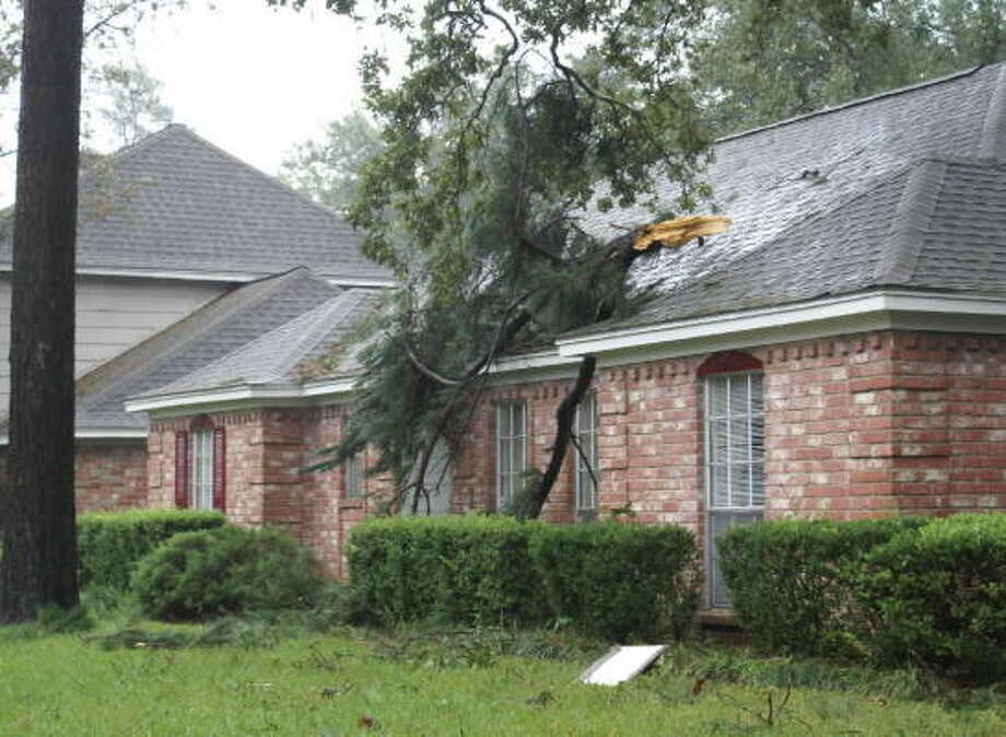 Homes across northwest Houston suffered the impact of Hurricane Ike. Photo: TradersVillage, Chron.commons Member