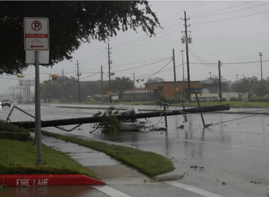 A power pole on FM 1960 at Willowbrook Mall. Photo: TradersVillage, Chron.commons Member