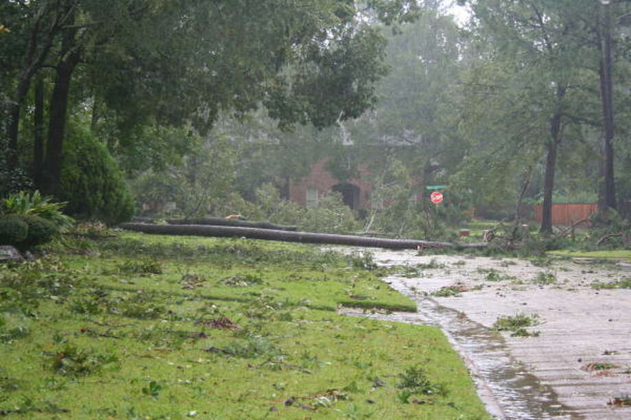 King's Point subdivision in Kingwood suffered damage from Hurricane Ike. Photo: Gene Haddock, Chronicle