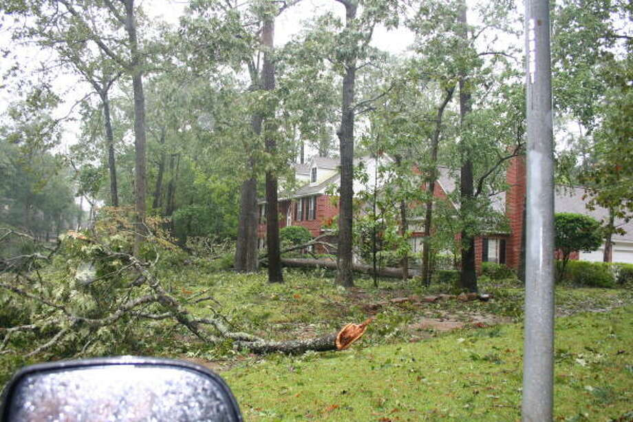 King's Point subdivision in Kingwood suffers storm damage from Hurricane Ike. Photo: Gene Haddock, Chronicle