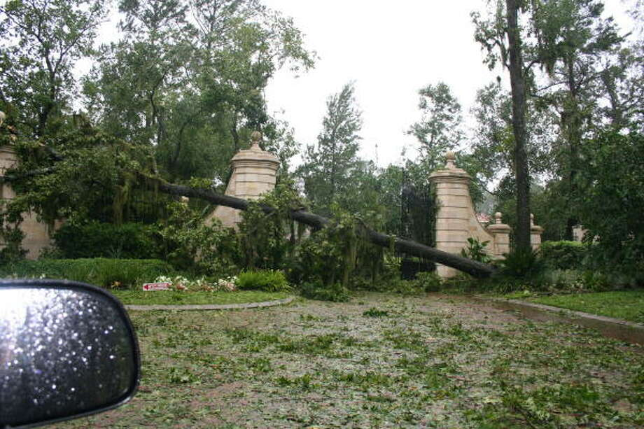 Entrance to the Kings Lake Estates neighborhood on W. Lake Houston Blvd. Photo: Gene Haddock, Chronicle