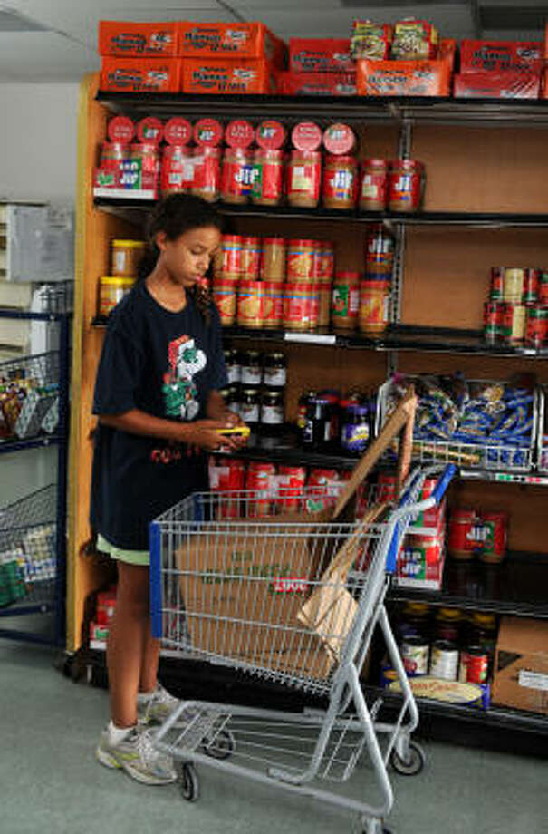 Brandi Ransom, 12, volunteers her time at the Northwest Assistance Ministries. Photo: Jerry Baker, For The Chronicle