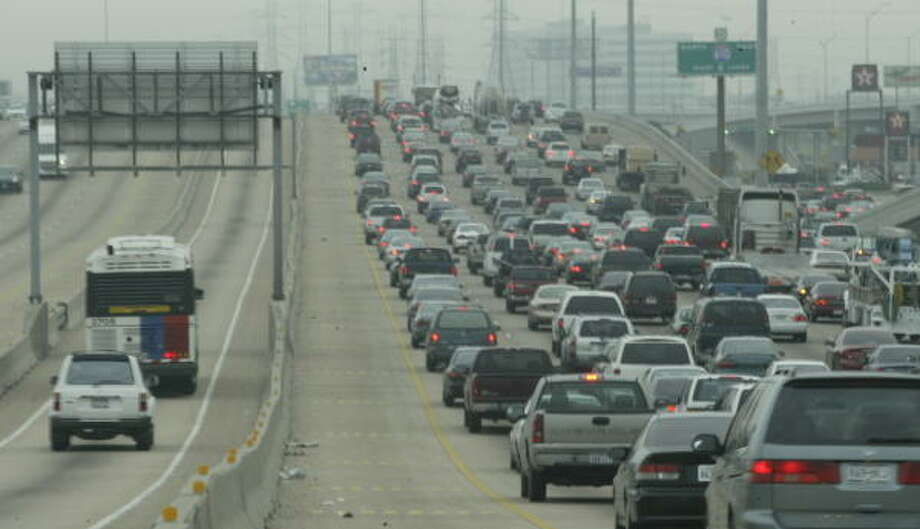 Commuter traffic is barely moving along U.S. Highway 59 north inside the Beltway in this file photo from 2004. Photo: JOHN EVERETT, HOUSTON CHRONICLE