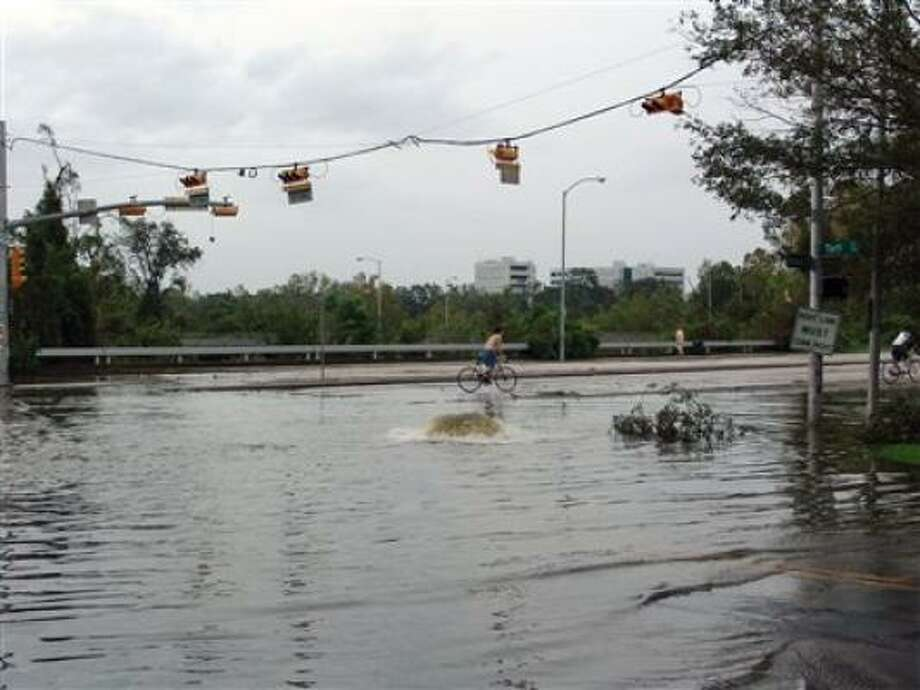 A flooded Allen Parkway. Photo: Hellamike, Chron.commons
