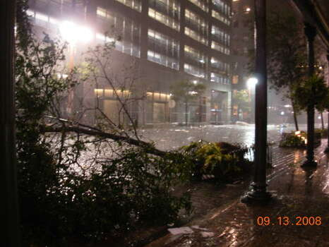 Strong wind gusts damaged or uprooted trees this morning in downtown Houston. Photo: Cory Heikkila, Chronicle