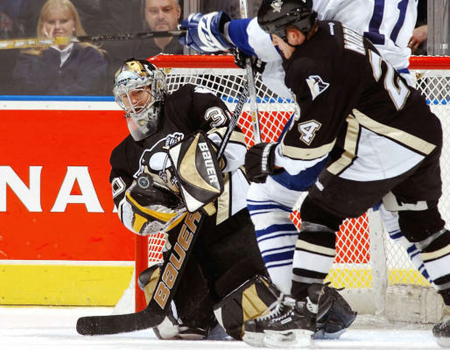 The Kings signed goaltender Jean-Sebastien Aubin, left,  to a one-year contract. Photo: Dave Sandford, Getty Images/NHLI
