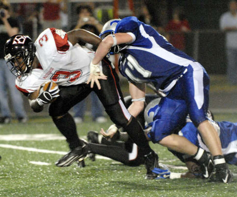 Clear Brook fullback Cornell Baxter, here scrambling past a Friendwood player in 2006, and the rest of the Cougars face the Nimitz Wolverines at 7:30 p.m. Friday. Photo: Kim Christensen, For The Chronicle