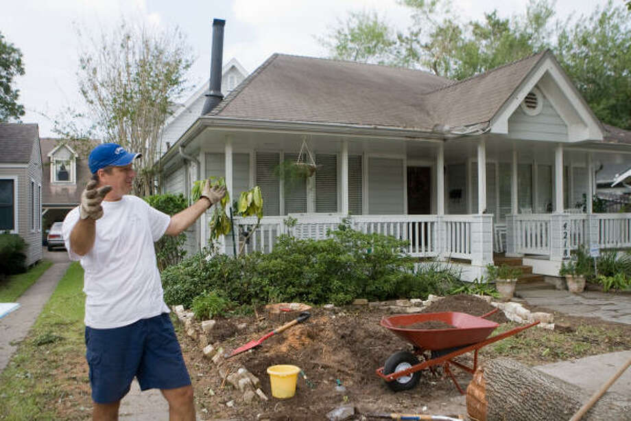 West University resident David Wuthrich describes the way the neighbors on his street worked together to clean up and repair houses after Hurricane Ike. Photo: R. Clayton McKee, For The Chronicle