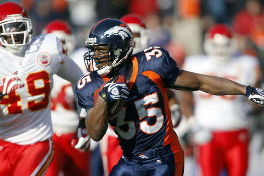 Broncos rookie running back Selvin Young (35) hopes to be setting an example for his five younger brothers in Houston to follow. Photo: David Zalubowski, AP