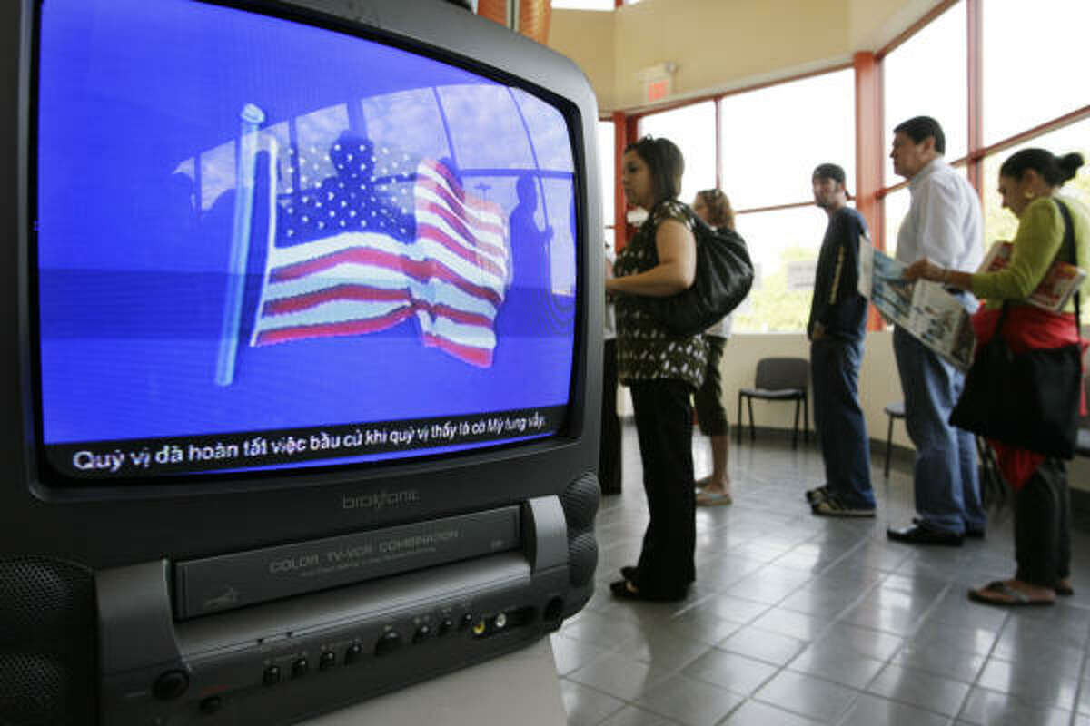 Voters line up today at the Metropolitan Multi-Service Center. Nov. 4, 2008 in Houston.