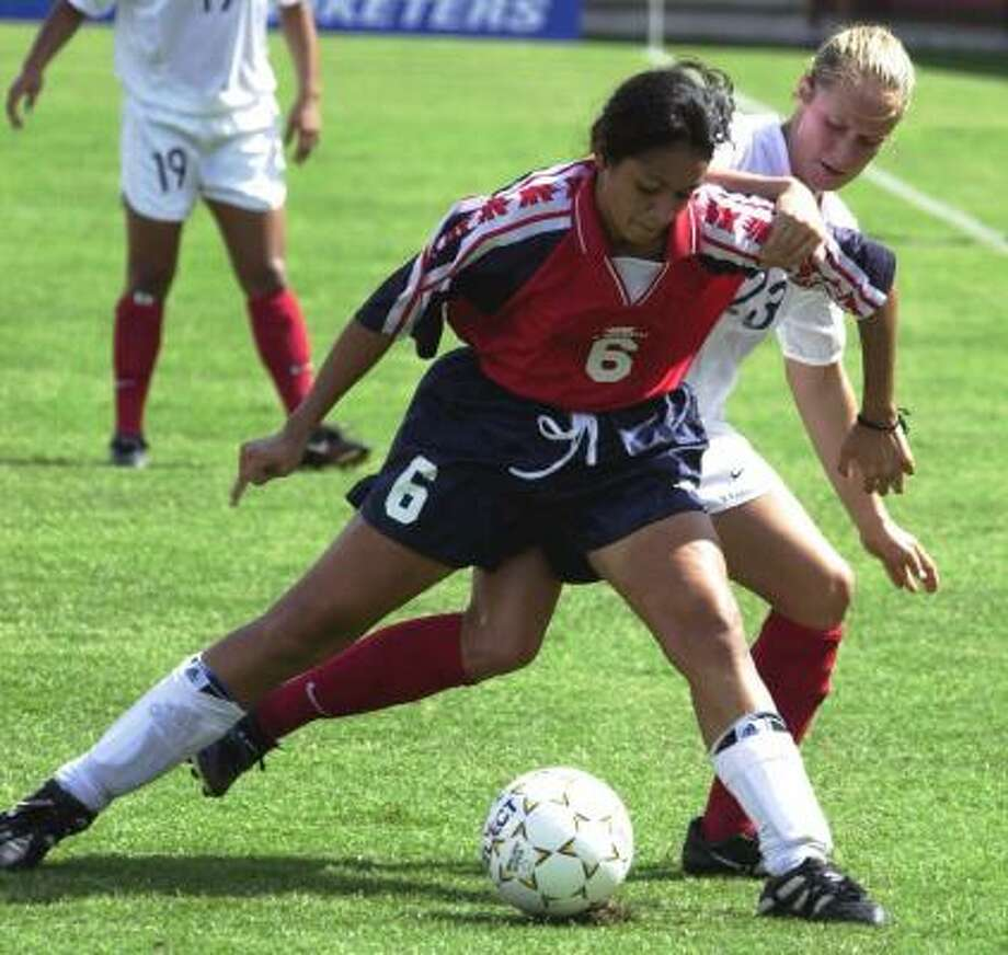 Houston native Susan Bush, right, battles a Costa Rican player for the ball during an international competition in 2000. Photo: TIMOTHY D. EASLEY, AP
