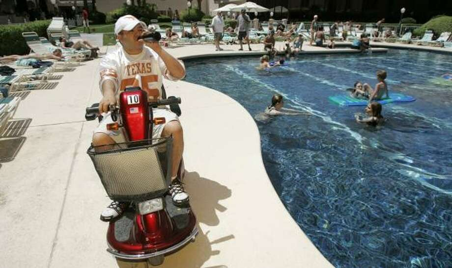 Simon Lezama, a 27-year-old Texan from Odessa, has a beer while cruising around the pool area at the Riviera in Las Vegas last week. Forking over about $40 a day and their pride, perfectly healthy tourists are rolling around Las Vegas casinos in transportation intended for the infirm. Photo: JAE C. HONG, ASSOCIATED PRESS