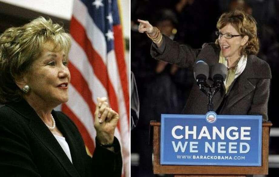 La republicana Elizabeth Dole (izq.) y su rival Kay Hagan, aspirantes al senado por Carolina del Norte.
