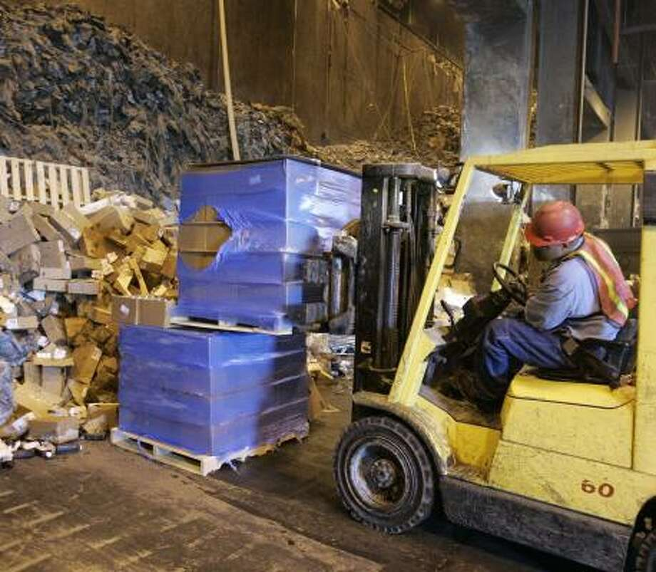 Pallets of pharmaceutical products are moved to the loading bin at the Covanta Energy Corp. incineration plant in Indianapolis last week. Covanta began converting pharmaceutical waste to energy in the 1990s. Photo: MICHAEL CONROY, ASSOCIATED PRESS
