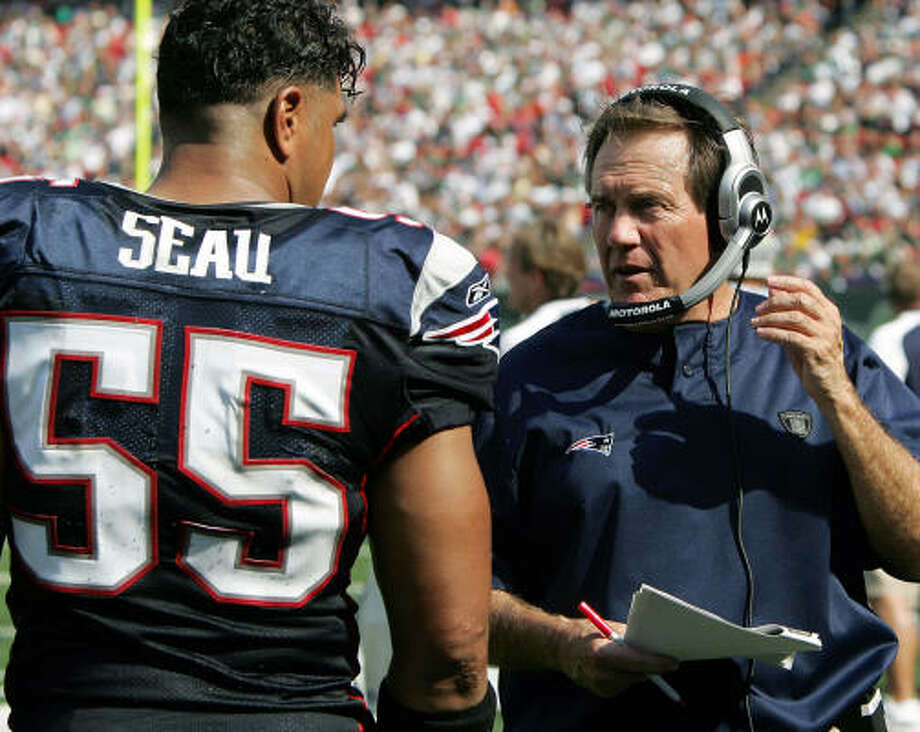 New England Patriots coach Bill Belichick meets with linebacker Junior Seau. The NFL says Belichick and his team were up to no good during last weekend's game at the Meadowlands. Photo: Mel Evans, AP